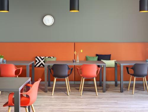 Discover by moments_banquette Torino_moments furniture